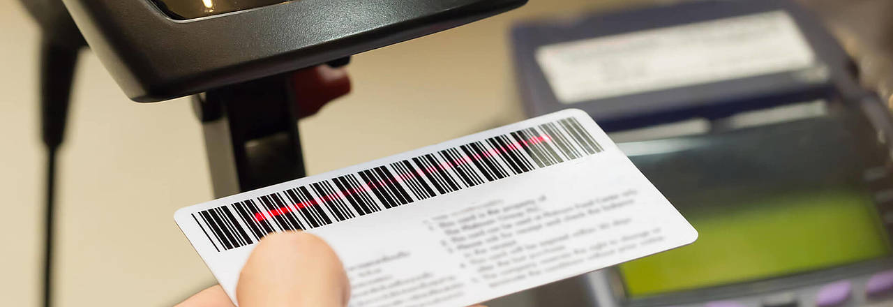 Barcodes and QR-Codes on Plastic cards